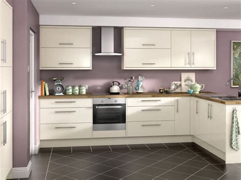 cream gloss kitchens ideas 25 best ideas about cream gloss kitchen on pinterest