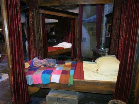 gryffindor bedroom gryffindor bedroom picture of leavesden hertfordshire