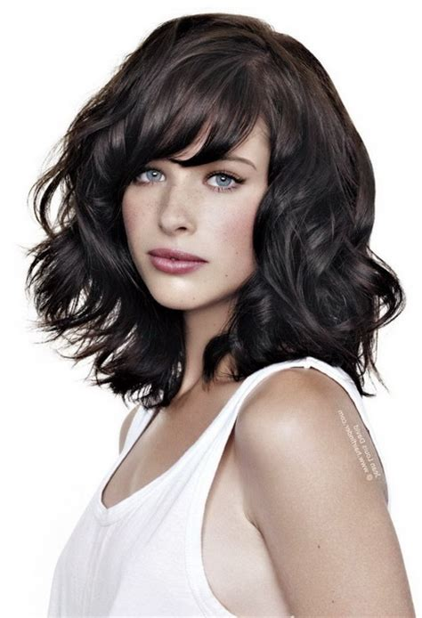 kurze locken frisuren