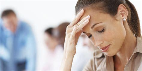 mal di testa e ciclo ciclo e mal di testa ecco cosa sapere