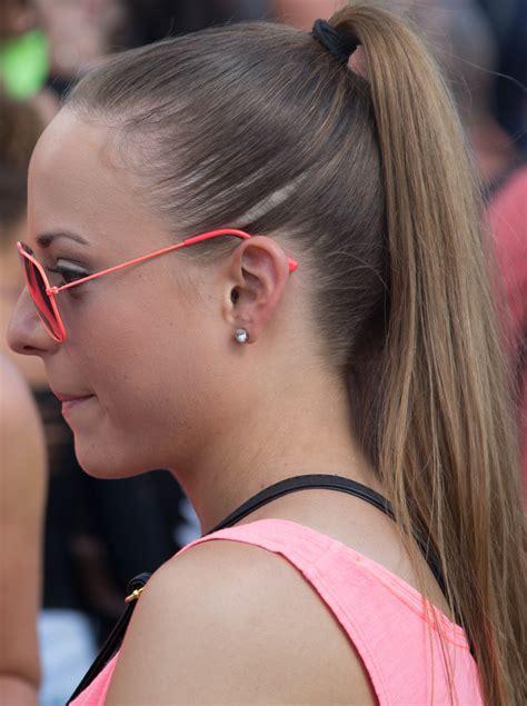 beautiful ponytail     wow  wow style