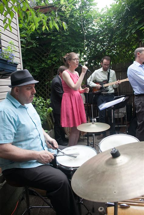backyard wedding cast colourful brooklyn backyard wedding lauren erik 183 rock n roll bride