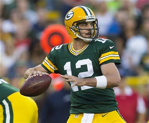 aaron rodgers of green bay packers defends leadership style aaron rodgers won t change leadership style
