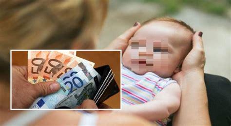 permesso di soggiorno per famiglia napoli donna partorisce e vende il proprio figlio per il