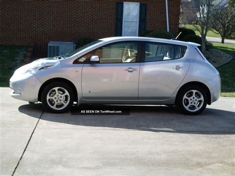 2011 nissan leaf sl with cold weather package and level 2