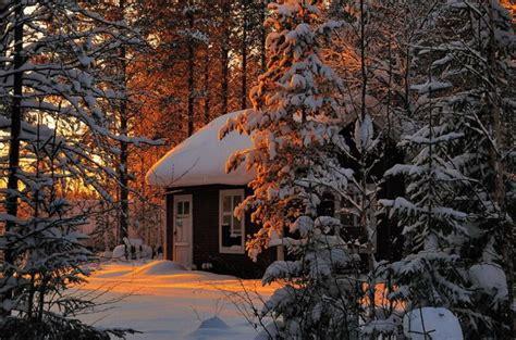 case solitarie nel mezzo  maestosi paesaggi invernali