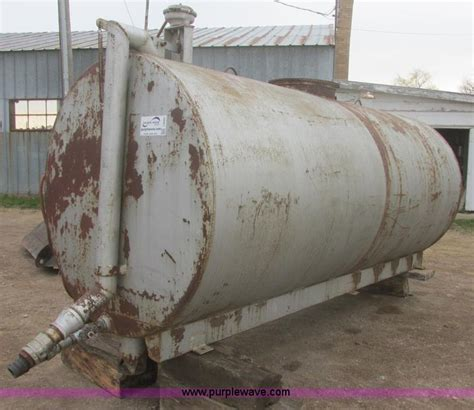 truck bed water tank construction equipment auction in aberdeen south dakota by purple wave auction