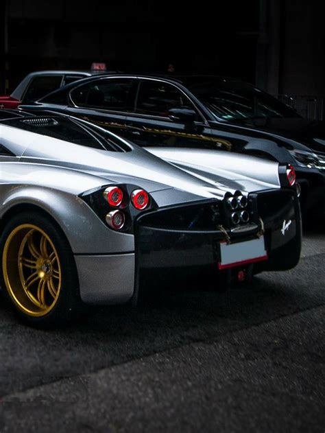 pagani back silver pagani huayra w gold wheels back view 車