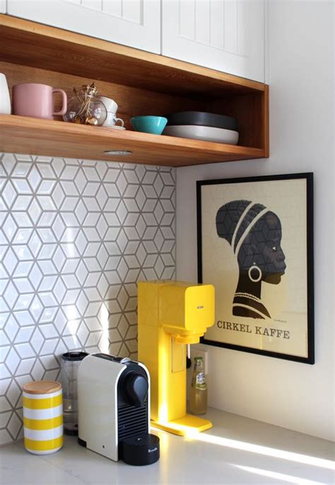 yellow kitchen backsplash ideas 25 best ideas about yellow kitchen cabinets on pinterest