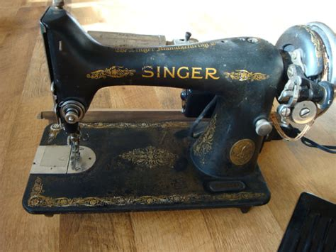 antique singer sewing machine dates 1925 is in need of a new