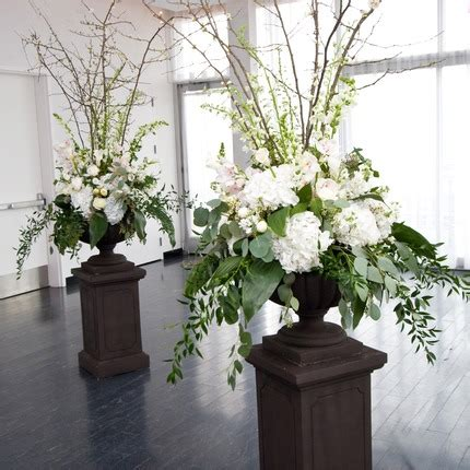 big wedding flower arrangements wedding wednesday big urns big arrangements flirty