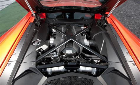 Motor De Lamborghini Car And Driver