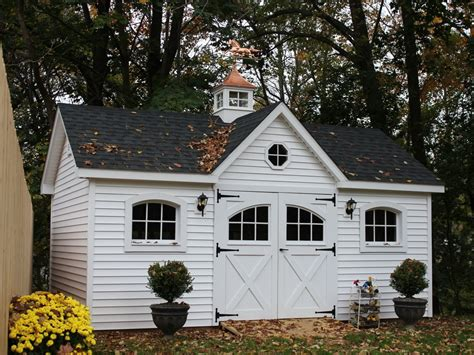 Small Victorian Carriage House VICTORIAN STYLE HOUSE