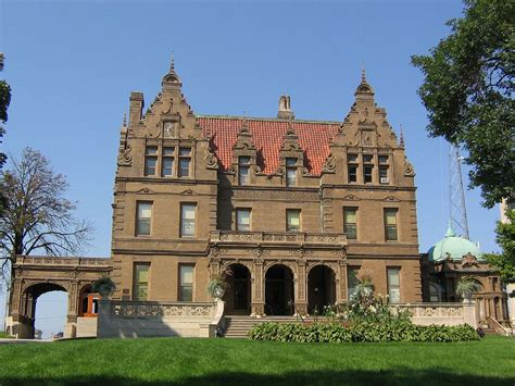 House Milwaukee by Pabst Mansion
