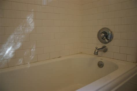 Caulk Bathtub by Re Caulking The Bathtub The Gardener S Cottage