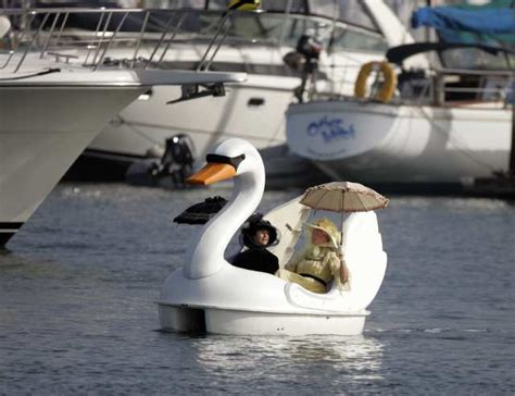 swan boats la swan boat wordreference forums