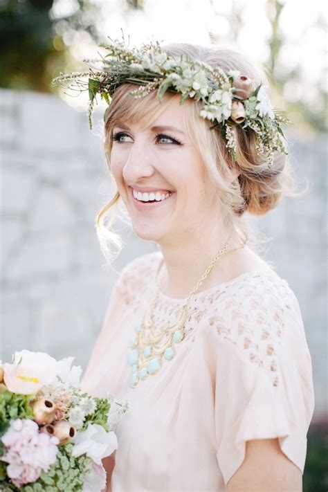 Wedding Hair Flowers by Tips And Ideas For Wearing Fresh Flowers In Your Hair For