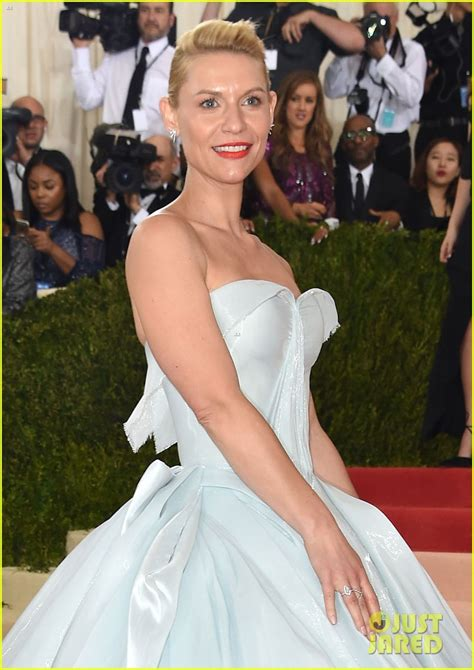 claire danes zac posen gown claire danes looks like cinderella in glow in the dark zac