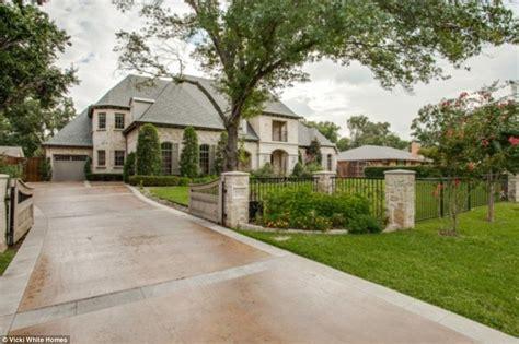 Jordan Spieth 21 Buys Stunning 2 3m Dallas Mansion Daily Mail Online