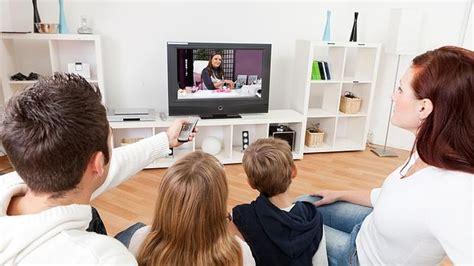 imagenes de la familia viendo tv familia viendo la televisi 243 n abc es