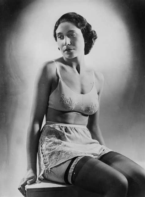 history of fashion 1930s 1940s catwalk yourself lingerie ann 233 es 1930 culotte et soutien gorge rv 390385