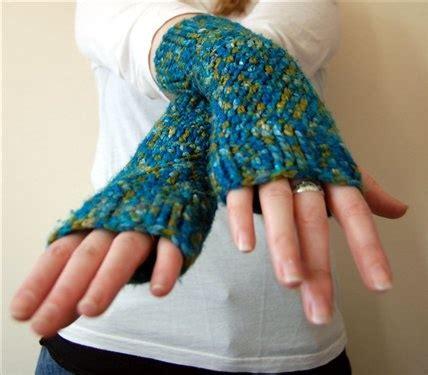 pattern crochet hand warmers hand wrist warmers crocheted crochet pinterest
