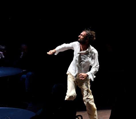 fabrizio gifuni interpreta lo straniero fabrizio gifuni l attore e lo straniero teatro e critica