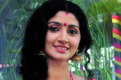 actress divya unni latest photos vidhya and divya unni on a comeback mode malayalam movie