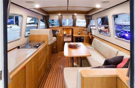 linssen yachting interieur linssen grand sturdy 290 sedan linssen boating holidays