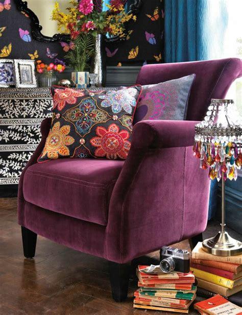 canapé couleur prune maison futuriste interieur
