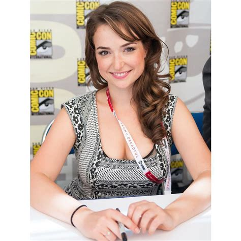 commercial actress photos milana vayntrub the gorgeous at t commercial actress