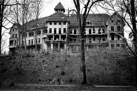 haunted mansions some creepy haunted house pictures