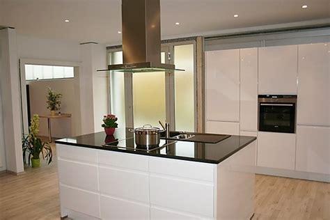 küche landhausstil mit kochinsel k 252 che k 252 che modern holz wei 223 k 252 che modern holz wei 223 at