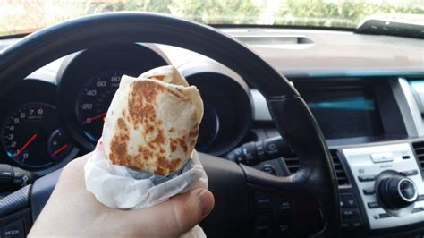 10 of the best and worst foods to eat while in the car