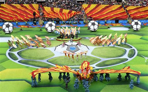 world cup 2018 world cup 2018 opening ceremony robbie williams s middle