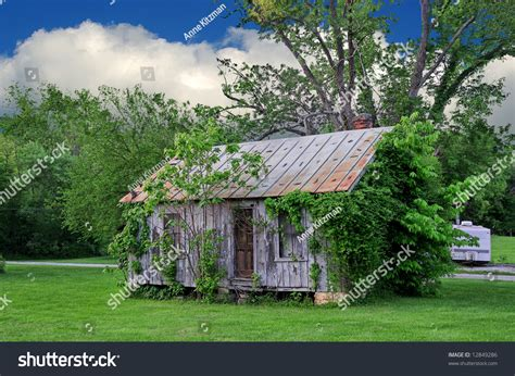 run of house this old house run down house stock photo 12849286