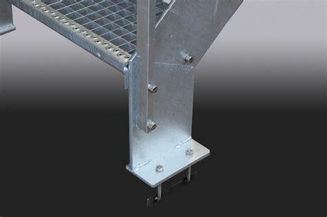 kleine treppe kleine treppe aus feuerverzinktem stahl mit gitterroststufen