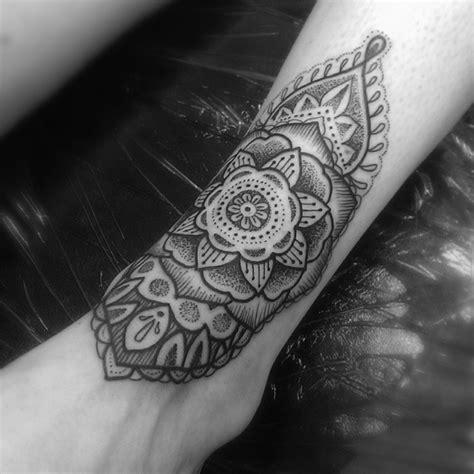 pattern ankle tattoo little dotwork ankle pattern tattoo best tattoo ideas
