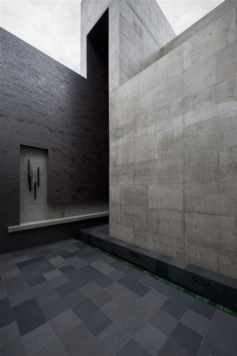 exposed concrete walls house of silence by form kouichi kimura architects keribrownhomes