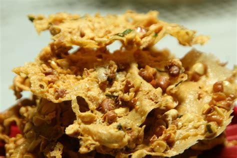 Peyek Kacang Harga Tengkulak ragam masakan peyek kacang tanah yang renyah