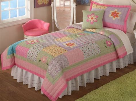 little girl comforters and quilts 25 best ideas about little girls bedding sets on