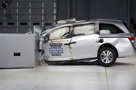 car crash safety ratings 2014 honda odyssey earns iihs top safety rating