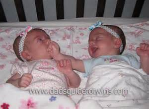 can sleep in the same crib
