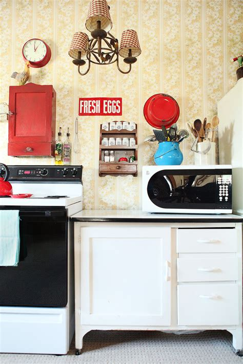 Nostalgic Kitchen Decor by Wow New Obsession With Vintage And Retro Kitchen