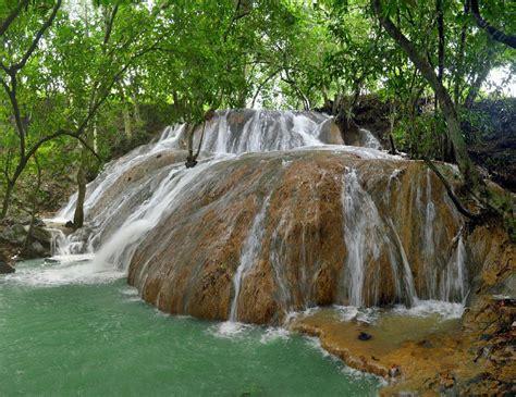 Batu Gambar Raja air terjun batu raja manitan pesona keindahan di pulau