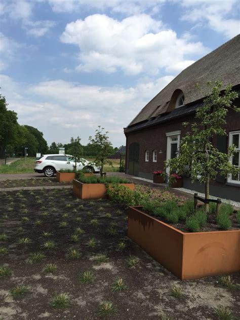 strakke tuin plantenbakken 25 beste idee 235 n over grote plantenbakken op pinterest
