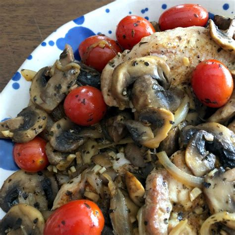 Fast Easy Dinner Chops With Tomatoes by Skillet Pork Chops With Mushrooms Tomatoes