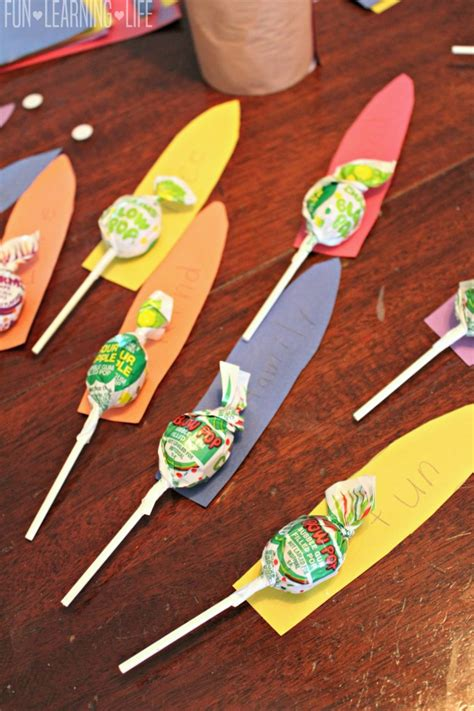 How To Make Feathers Out Of Construction Paper - vegetable can turkey craft with lollipop feathers for