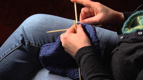 how to finish knitting a hat how to finish a knitted hat by threading yarn through the