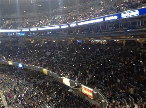 how to use a phone fan fans at yankee stadium use cell phones to help light field